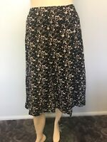 Black and white floral skirt. Approx. size 22 Women's Work/casual/party