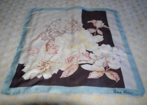 NINA RICCI : ancien foulard thème floral 100 % soie