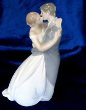 NAO BY LLADRO #1613 A KISS FOREVER BNIB LOVE BRIDE & GROOM BRIDAL CAKE TOPPER FS
