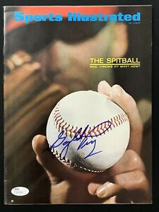 Gaylord Perry Signed Sports Illustrated 7/31/67 No Label Baseball Auto HOF JSA