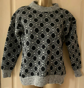 Vintage 90s home machine knitted grey and black short jumper size 10 12