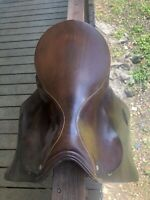 """Close Contact Blue Ribbon Saddlery 16.5"""" English Saddle in Good Condition"""