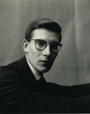 Yves Saint Laurent UNSIGNED photo - L7549 - French fashion designer - NEW IMAGE