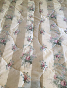 Vintage Laura Ashley Bedspread  Double Rare Find. Reversible Used