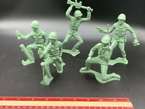 """Vintage 1960s  Tim-Mee Toys 5""""- 6"""" Green Toy Army Soldiers"""
