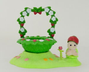 Sylvanian Families STRAWBERRY OF THE VALLEY FAIRY SET F-34 Calico Critters