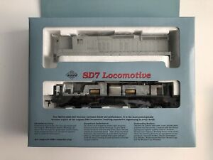Proto 2000 8086 Ho Scale Undecorated SD7 Locomotive