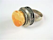 Ring versilbert mit Honigbernstein, 9,7 g