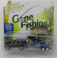 Johnny Lightning Gone Fishing 3B Blue 1981 Jeep Wagoneer w/Boat & Trailer Nip
