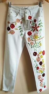 Vintage Glamorous Designer Petite White Embroidery Floral Highwaist Jeans Size 4