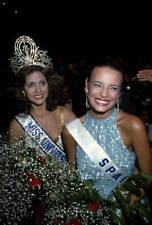 Newly Crowned Miss Universe Deborah Carthy deu OLD PHOTO