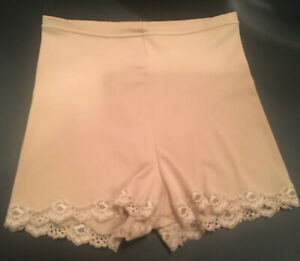 Flexees Size Medium Tan Nude Slimmer Panties Briefs W Lace Trim