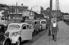 PHOTO  LONDON TRAFFIC QUEUE FOR THE FERRY AT NORTH WOOLWICH IN A HEAT WAVE 1955