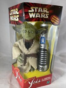 2000 Hasbro - Star Wars INTERACTIVE YODA w/Lightsaber Moving Eyes Ears Mouth