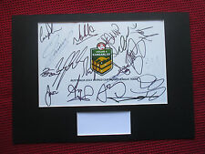 KANGAROOS-AUSTRALIA 2013 RUGBY LEAGUE WORLD CHAMPIONS 18 SIGNED LOGO DISPLAY-COA