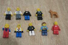 LEGO  - LOT DE 10 PERSONNAGES + 1 CHIEN