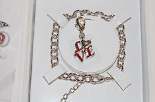Nwt Guess Argent Metal-Red Strass 'Amour' Breloque Bracelet Exclusif Ligne Boîte