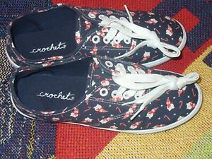 CROCET;New Womens XMAS  Walking Comfy Lace Up Shoe Look Blue/White/Red Sz 8M NWT