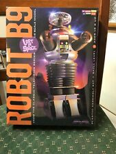 Lost in Space The Robot 1:6 Scale Model Kit-New in Box