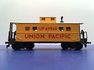 """HO Scale """"Union Pacific Railroad"""" UP 49940 Freight Train Caboose Car"""
