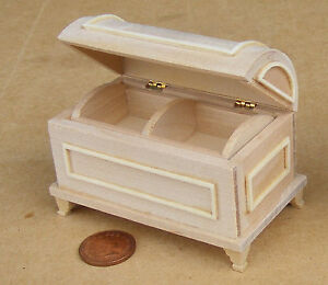 Natural Finish Wooden Chest Trunk Tumdee 1:12 Scale Dolls House Miniature 078