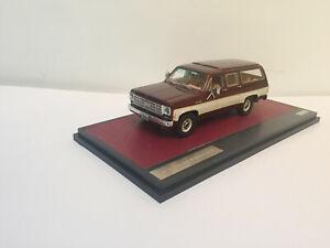 1/43 Matrix 1978 Chevrolet Suburban K10 white brown met