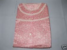 Uraltes Nachthemd aus Omas Aussteuer-Schrank Baumwolle-Viskose glänzend langarm