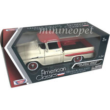 MOTORMAX 79311 1958 CHEVROLET APACHE FLEETSIDE PICK UP TRUCK 1/24 RED / CREAM