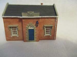 HORNBY COUNTRY POLICE STATION N:GAUGE N 8701