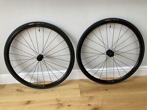 700c DT Swiss R470 Clincher / tubeless ready wheels with Specialized tyres