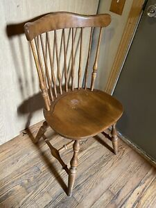 Beautiful Ethan Allen Heirloom Governor Bradford Windsor Dinning Chair Nutmeg