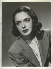 """1947 Press Photo Julie Stevens stars in """"The Romance of Helen Trent,"""" on CBS"""