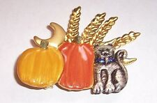 VINTAGE     ''     KITTY IN THE PUMPKIN PATCH   ''   BROOCH PIN