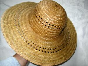 NWOT Round Top Hollow Straw Wide Brim Sun Beach Straw Hat w chin string