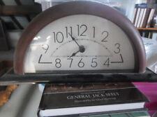Horloge de bureau brune et noire