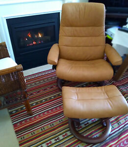 Stressless Opal (L) Classic chair with footstool