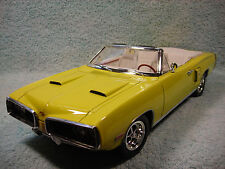 1/18 1970 DODGE CORONET RT HEMI CABRIOLET IN YELLOW BY ROAD SIGNATURE..
