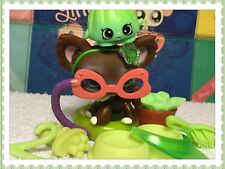 Littlest Pet Shop CHOCOLATE BROWN CHIHUAHUA DOG BLUE EYES #219 w/ Accessories