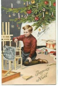 Belle CPA carte postale ancienne Joyeux  Noël petit garçon jouant sous le sapin