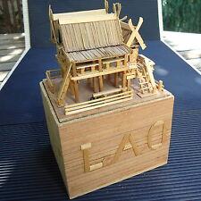 Maison Bois LAOS Protégée Inversée  Complètement Fait Main 11 x9 x8  Cm 125 Grs