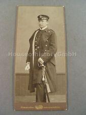 106849 Portraitfoto: Kaiserliche Marine, Offizier mit Schirmmütze und Säbel