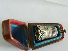 dé a coudre ancien en argent et sa boite / antique thimble silver