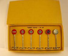 Dinky Toys  F n° 40 coffret panneaux signalisation routière en boite