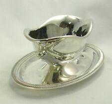 Saucière Christofle modèle à godrons, métal argenté, état proche du neuf.