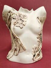 Superbe Vase signé LÉGER , Buste de femme seins nus . en Biscuit / céramique