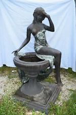 Sehr großer Bronze-Brunnen, barbusige Schönheit a.Brunnenschale sitzend, H:155cm