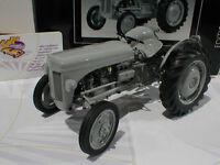 "TOPPREIS # Schuco 00104 - Ferguson TE 20 Baujahr 1948 "" grau "" 1:18  - 50 %"