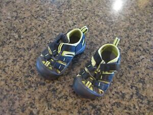 KEEN Newport H2 toddler 4 Sandals Athletic black boy girl canvas closed toe
