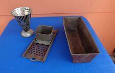 Antike Teile :  1 Messbecher , 1 Spätzlehobel  , 1 Backform
