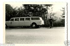 Portrait famille & voiture ancienne limousine - photo ancienne an. 1960